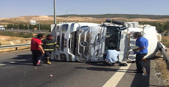 Urfa'da tır devrildi, 1 yaralı