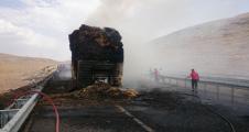 Urfa Yolunda Seyir Halindeki Tır'da Yangın