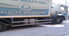Belediye aracın altına kalan Suriyeli çocuk öldü