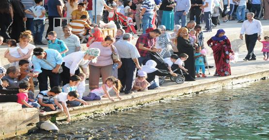 Vatandaşlar Balıklıgöle akın etti